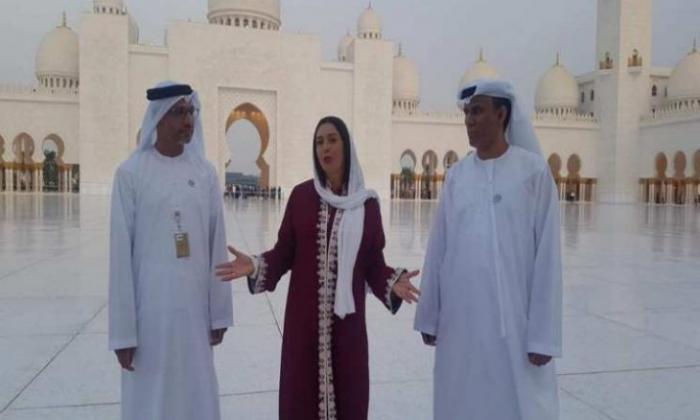 وزيرة إسرائيلية تتجول داخل مسجد زايد في أبوظبي (فيديو )