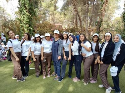 طالبات النظم الحديثة من الصف العاشر تشارك في حملة النظافة