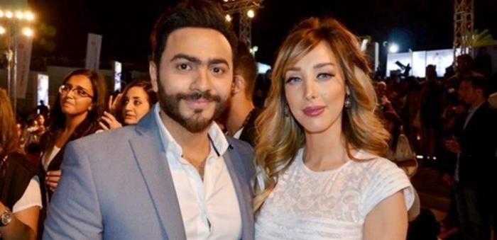 بالصورة .. تامر حسني وزوجنه يحقنان وجهيهما بالبوتوكس