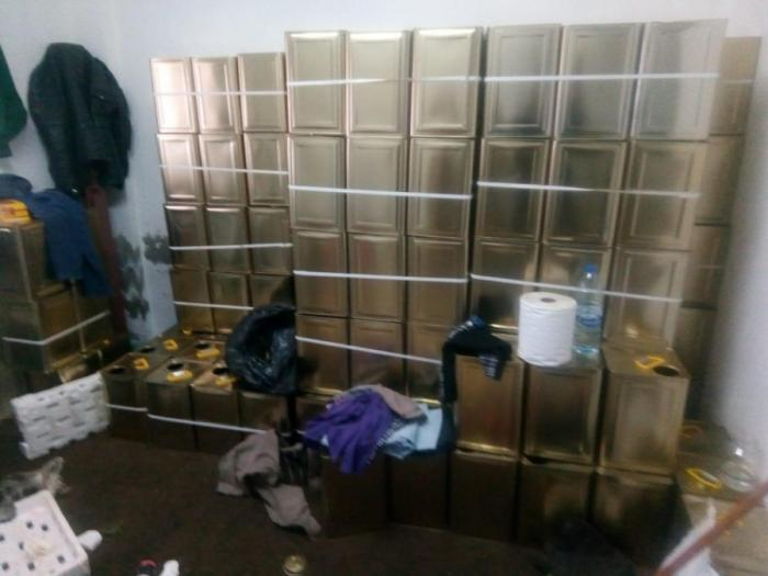 القبض على خمسة اشخاص قاموا بغش مادة زيت الزيتون في لواء الرصيفة