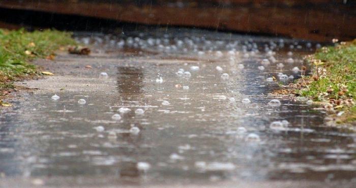 امطار غزيرة مصحوبة بالبرق والرعد وتساقط البرد في بعض مناطق المملكة