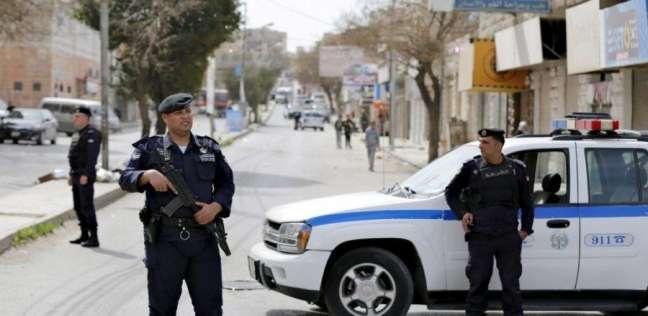 الأمن يطارد مركبة اطلقت عيارات نارية ادت الى اصابة عامل وافد