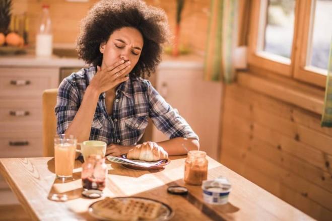 أسباب الغثيان بعد الأكل... كيف تعالجه؟