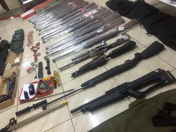 القبض على 26 مروجاً ومتعاطياً للمخدرات بحوزتهم أسلحة
