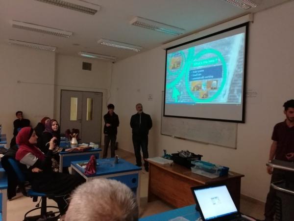 فريق الروبوت في مدارس النظم يعقد ورشة تدريبية في الجامعة العربية المفتوحة