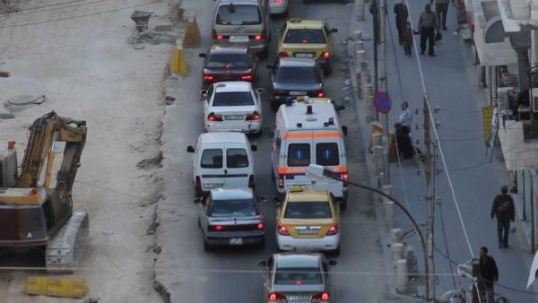 سائق يفقد السيطرة على مركبته ويتسبب بكارثة في جبل الحسين