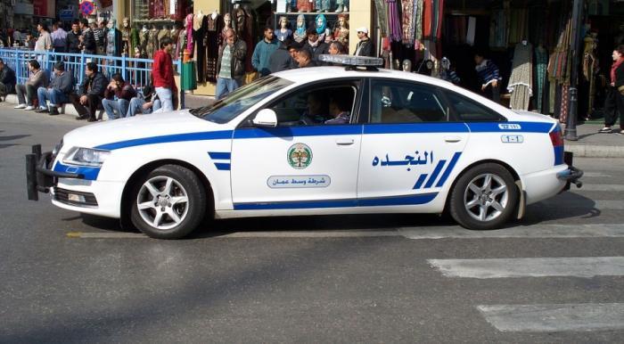شرطة دير علا تعثر على طفلة بعد فقدانها في أحد المراكز التجارية