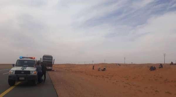 عشرات المعتمرين الاردنيين عالقون في السعودية بعد تعطل حافلتهم