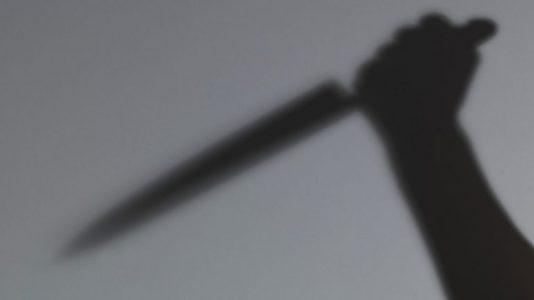 خادمة قتلت سعوديًا بطريقة مروعة وهاجمت ابنته بسكين ومطرقة
