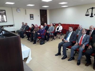 كلية الحقوق في عمان الاهلية تستقبل وفدا من