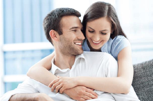 5 مميزات للارتباط برجل عاطفي