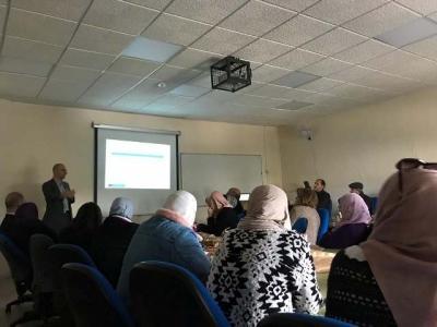 اسرب من جامعة برادفورد البريطانية يحاضر في عمان الأهلية
