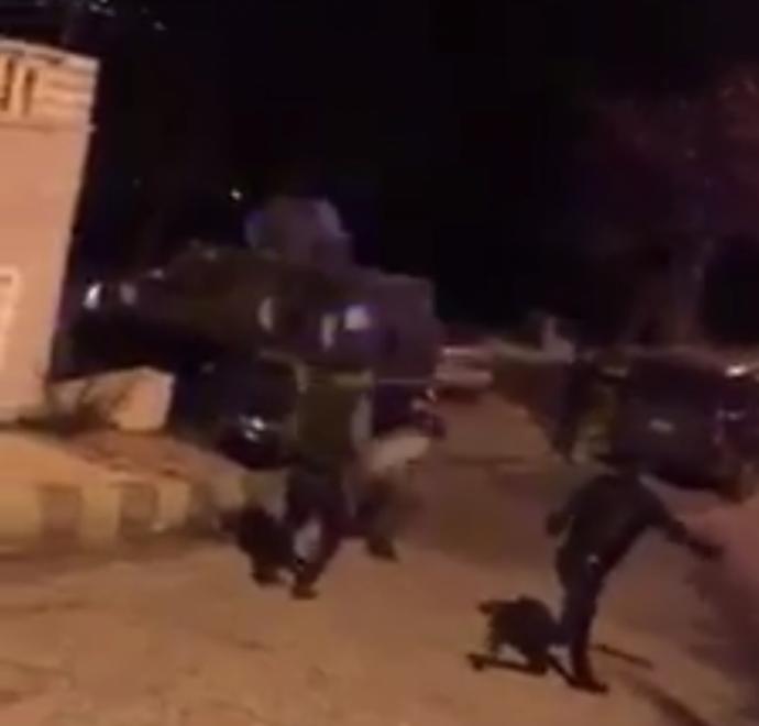 بالفيديو ...اعتداء على مركبات قوات الدرك في عجلون