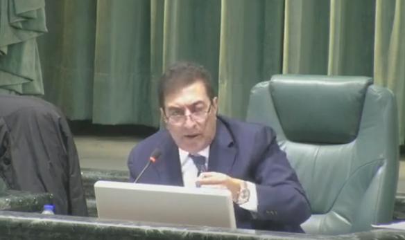 جدل تحت قبة البرلمان وانسحاب بعض النواب