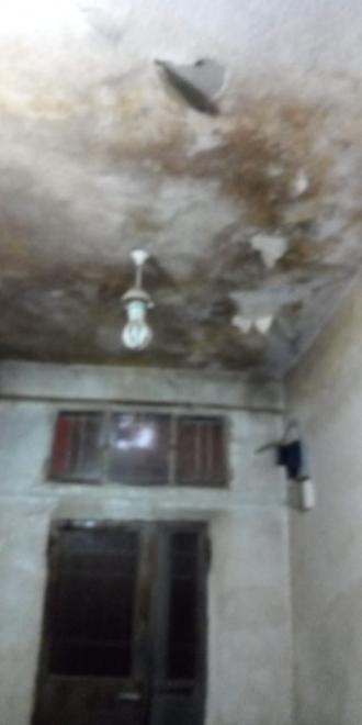 نداء استغاثة.. أسرة من 9 أفراد تحت دلف السقف في جبل الحسين