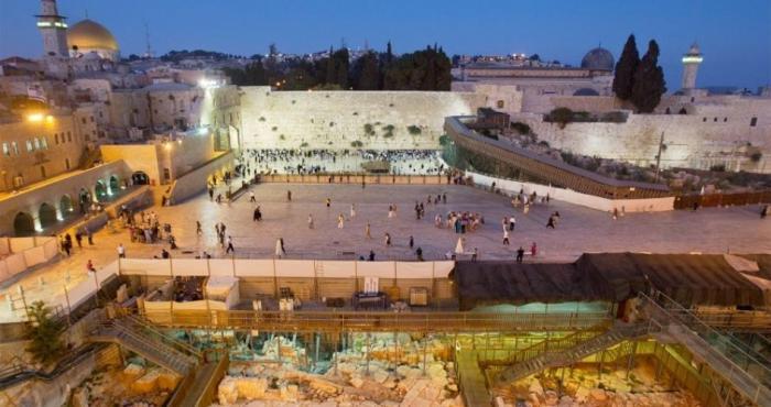 الاحتلال يوافق على بناء محطة قطار قرب حائط البراق بالقدس المحتلة