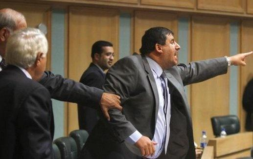 أبو محفوظ يصف زميله يحيى السعود بالجني المتحرك