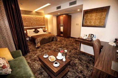 نائب ينتقد استئجار فندق للمحجور عليهم : غرفة وحمام بكفي
