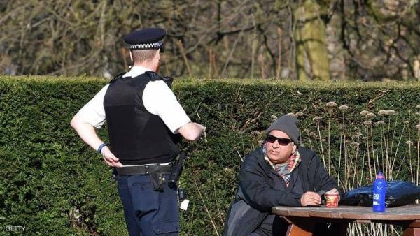 سجن رجل سعل في وجه شرطي في لندن
