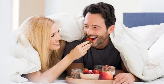 4 أطعمة غذائية يجب تناولها في ليلة الدخلة