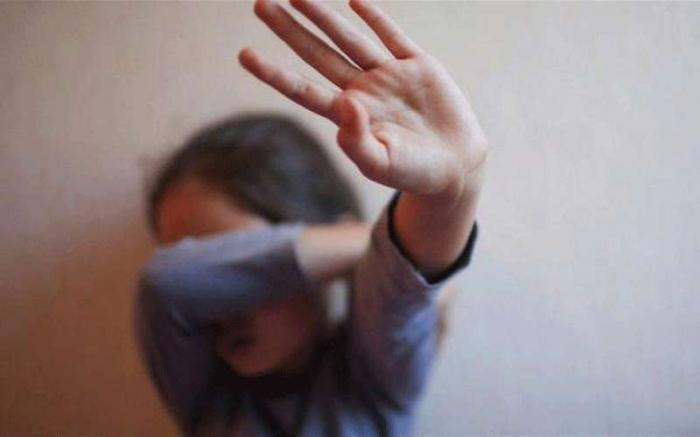 فلسطين: أب يغتصب طفلته بالإشتراك مع 3 شبان