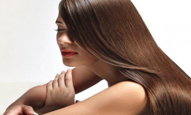نوع مهمل من الزيوت له فوائد مذهلة على الشعر .. تعرفي عليه