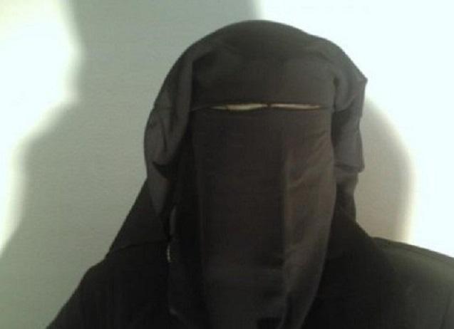ضبط شخص ارتدى ملابس نسائية لتقديم امتحان التوجيهي