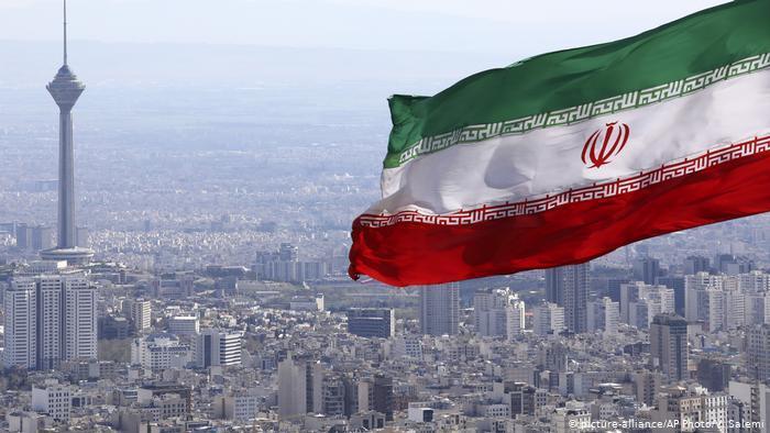 إدارة ترامب تدرس فرض عقوبات جديدة على القطاع المالي الإيراني