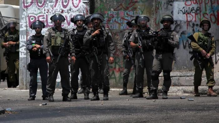 مسعف فلسطيني: قوة إسرائيلية قيدتني ومنعت إنقاذ مصابين