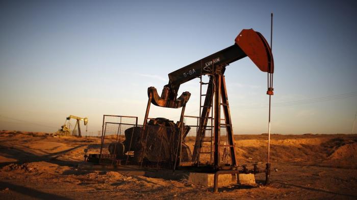 النفط يتراجع بفعل شكوك حول قضاء اللقاح على كورونا