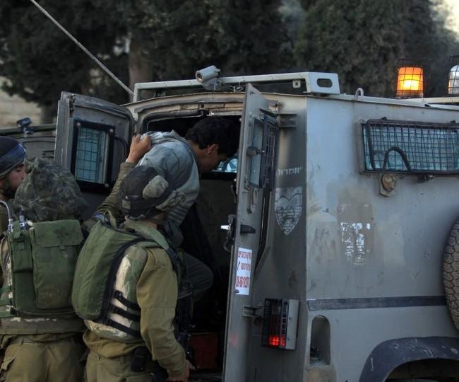 اعتقالات ومداهمات واسعة لمنازل المواطنين في الضفة والقدس