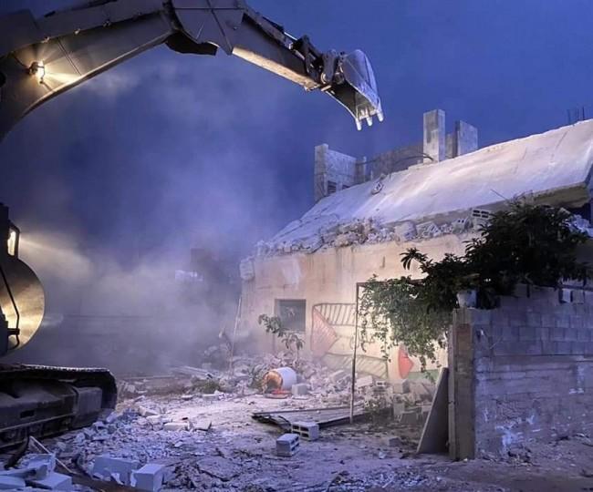 الاحتلال يهدم أربعة مساكن في يطا جنوب الخليل