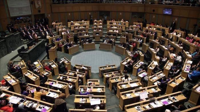 3 نواب مصابون بكورونا تحت قبة البرلمان