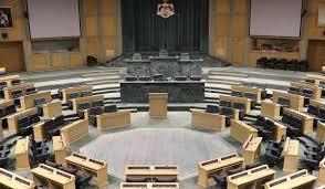 الحكومة والأعيان على الشرفات والنواب تحت القبة