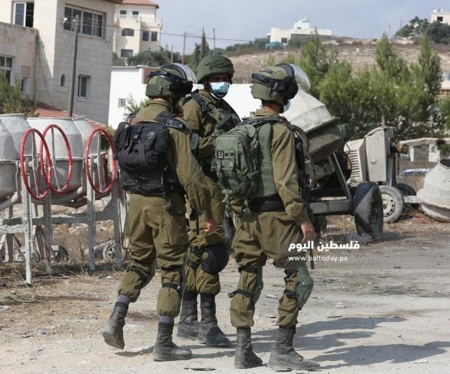 الاحتلال يمنع المواطنين من الوصول لأراضيهم