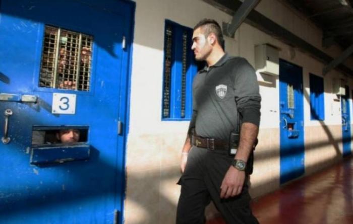 بمساعدة السلطة.. شرطة الاحتلال تعتقل 3 شبان فلسطينيين