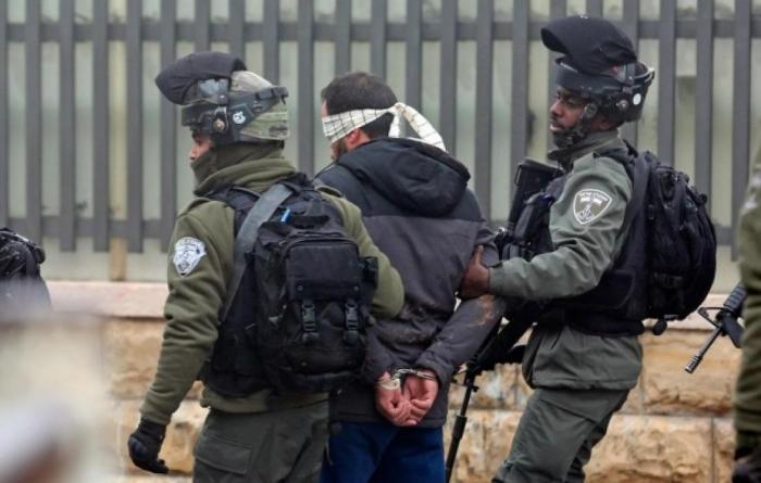 اعتقال 3 شبان وفتاة عقب اقتحام الاحتلال لمصلى باب الرحمة بالأقصى