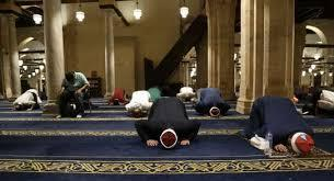 دول عربية تسمح بعودة صلاة التراويح في رمضان