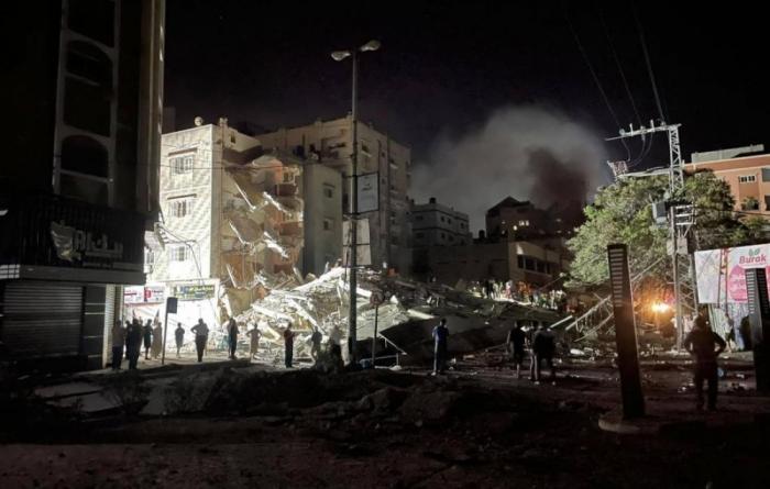 مجزرة ثانية.. مقتل 7 من عائلة واحدة بقصف العدو