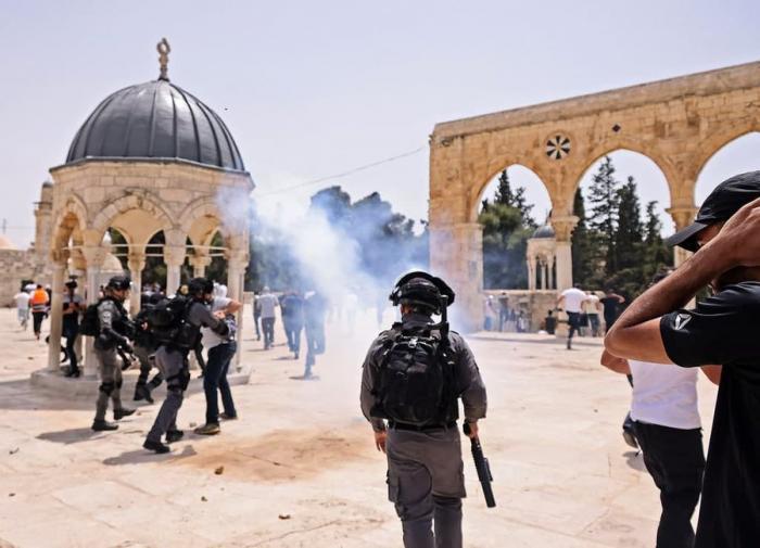 اقتحامات للأقصى صباح اليوم واعتداءات على مواطنين وصحفيين