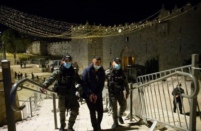 الاحتلال يغلق باب العامود أمام المقدسيين ويسمح بمرور اليهود