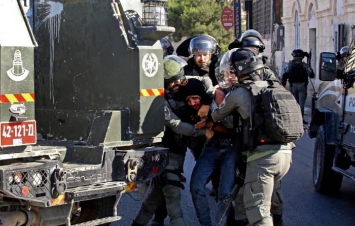 اعتقالات ومداهمات في الضفة ومقاومون يطلقون النار صوب الاحتلال