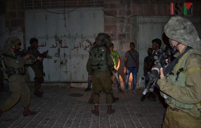 مداهمات واعتقالات و مواجهات عنيفة واشتباكات مسلحة في فلسطين