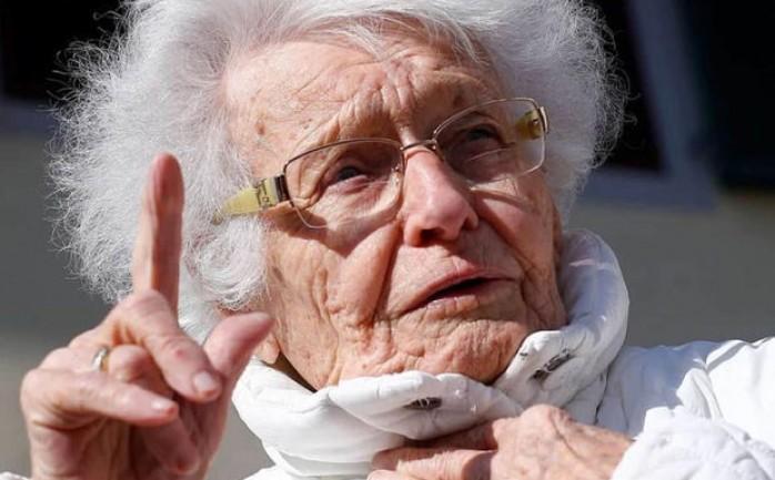 عجوز عمرها 100 عام تعرضت للضرب على يد ابنها وأحفادها