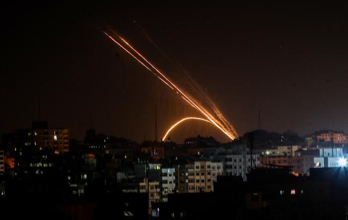 صواريخ فلسطينية تضرب مستوطنات الغلاف في غزة