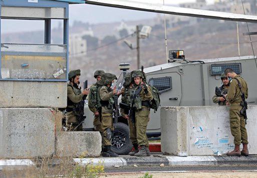 الاحتلال يعتقل أفراد عائلات أسرى جلبوع
