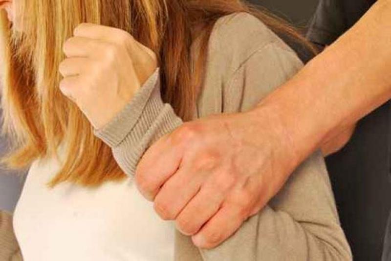 اردني..يهدد زوجته بصورها الفاضحة ... والسبب !!