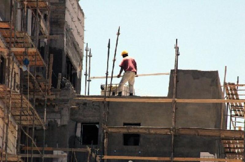 سقوط عامل من الطابق الخامس لعمارة قيد الانشاء عالدوار السابع