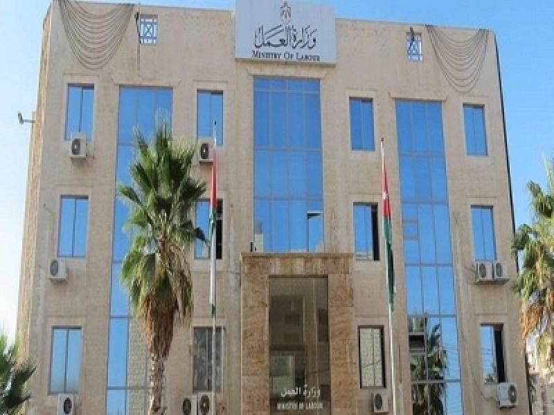 العمل: إعفاء ابناء الأردنيات
