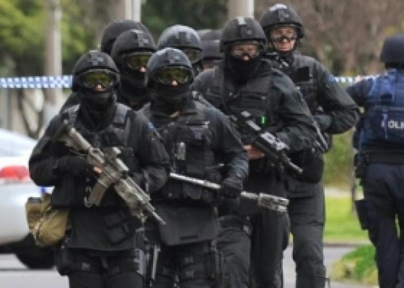 إطلاق نار وإحتجاز رهائن في مدينة
